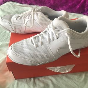 Nike Nike Cheer Scorpion Women's Cheerleading Shoe Size 8 (White) Clearance Sale from NIKE | ShapeShop